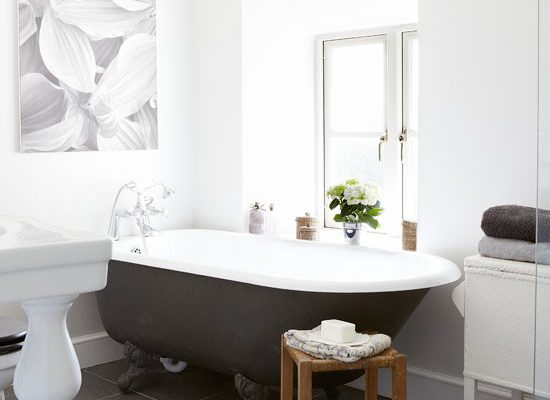 How to Add Imaginative Touches to a Traditional Styled Bathroom