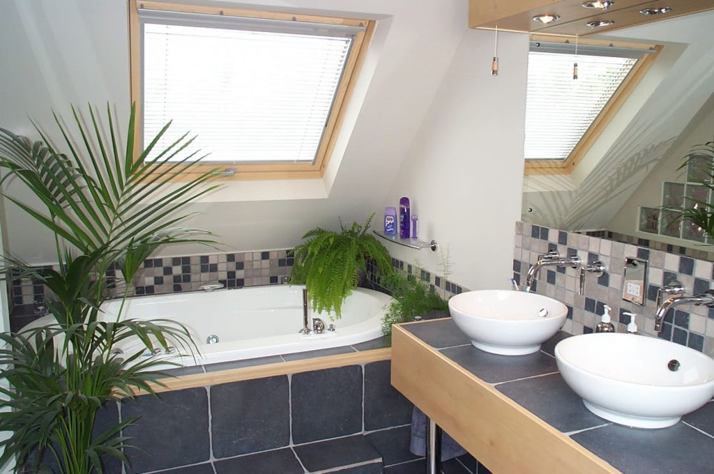 7 Fabulous Ideas For Decorating Small Bathrooms