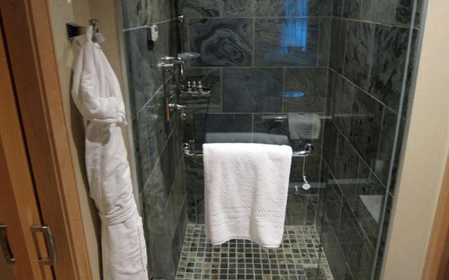 Top Tips To Help You Make A Tiny Bathroom Feel Bigger