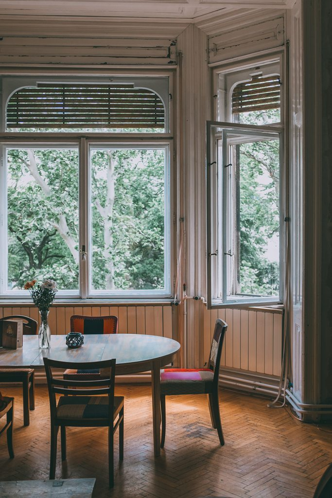 What Your Dining Room really Needs – Antique Dining Tables