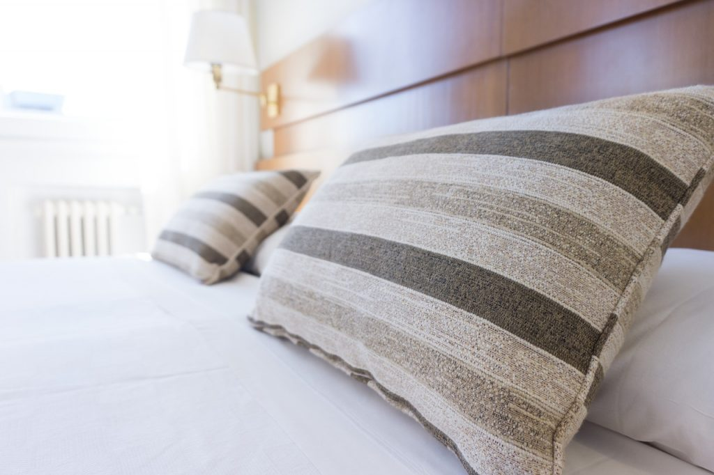 Learn How to Make Your Bed Like an Expert
