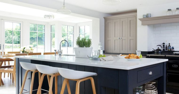 Choosing the right pendant lights for your kitchen island