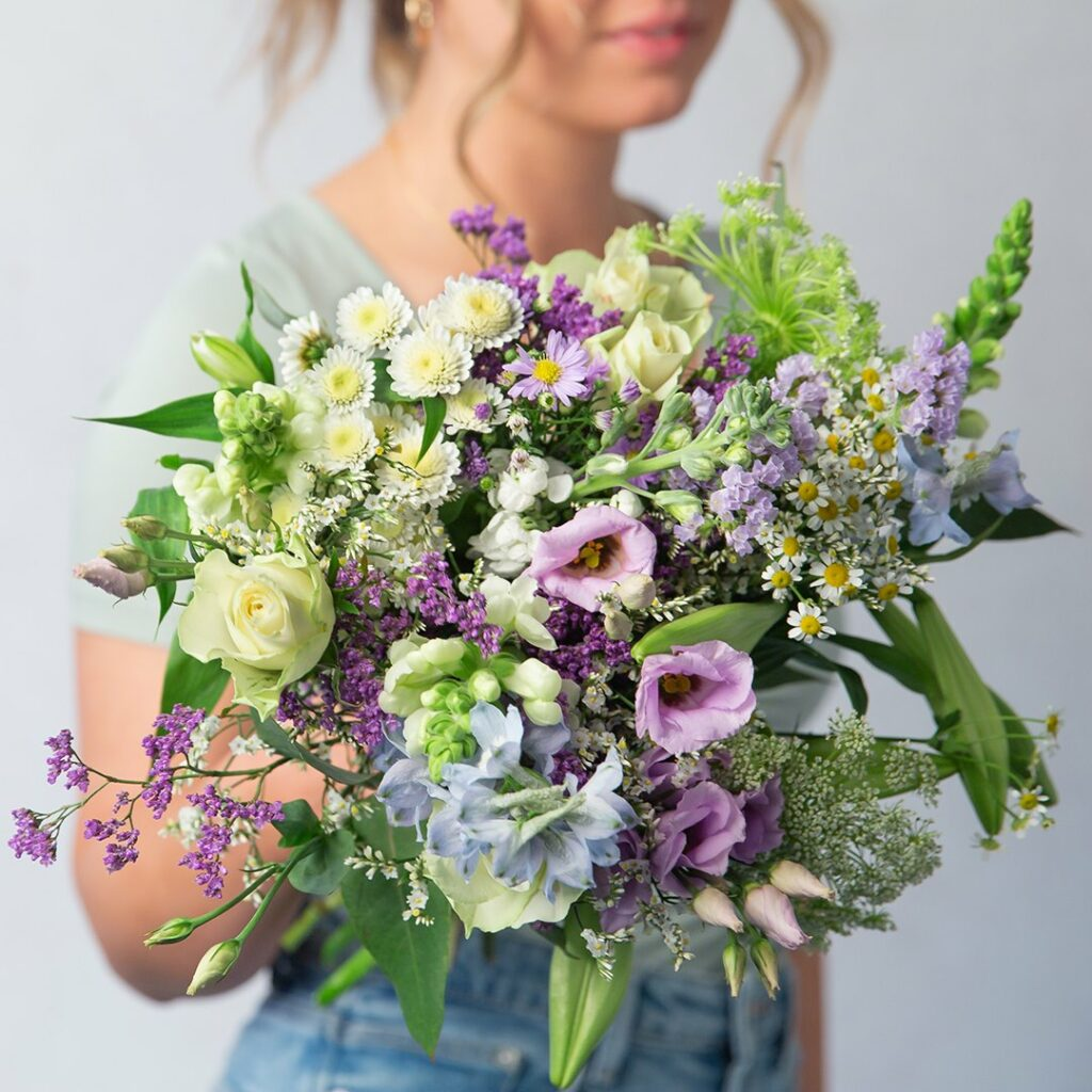 SUMMER MEADOWS BRING THE OUTSIDE IN WITH STUNNING SEASONAL FLOWERS